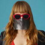 Myss Keta paparazzata senza mascherina. Svelata la sua identità. Le foto del suo volto