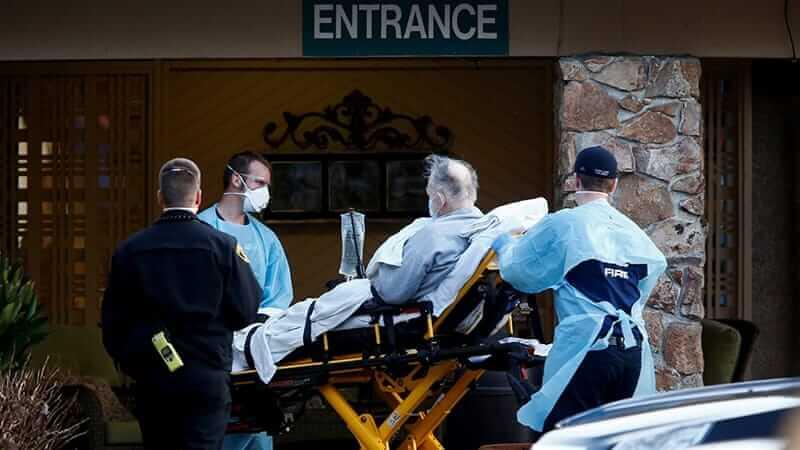 Paziente viene trasportato in ospedale