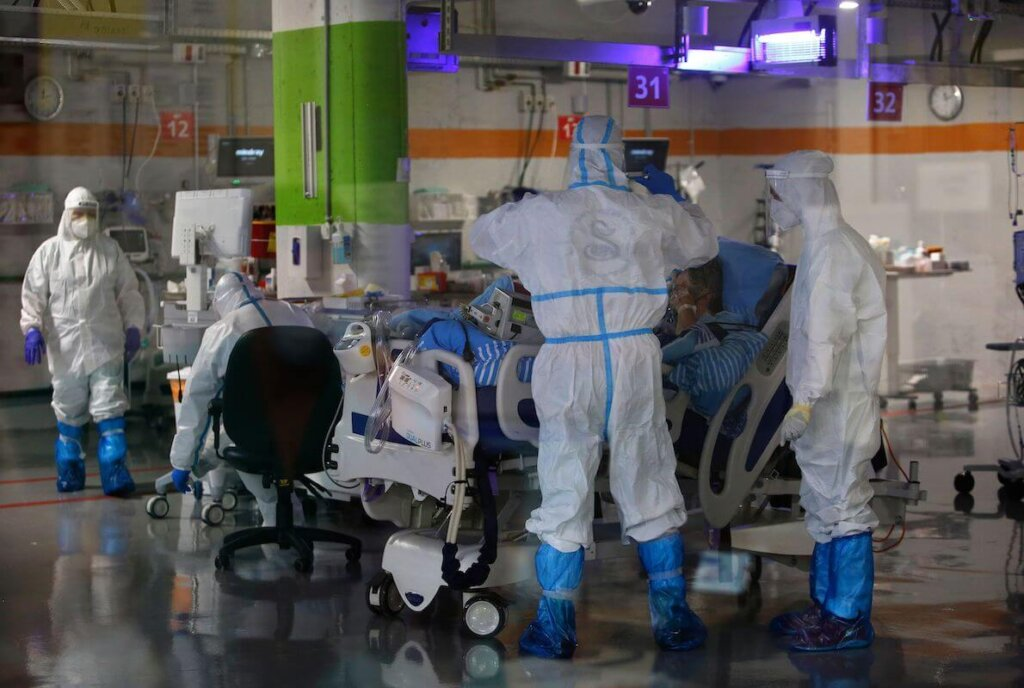 Medici in ospedale con dpi