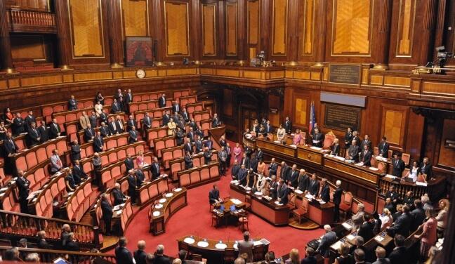 sede Senato con parlamentari in Aula